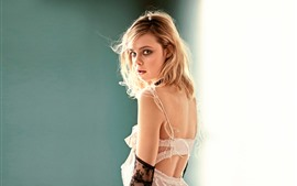 Preview wallpaper Elle Fanning 17