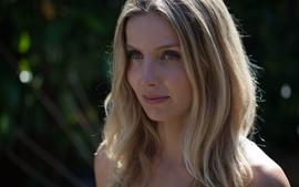 Annabelle Wallis 01