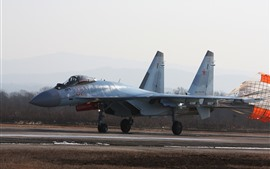 Preview wallpaper Su-35 multipurpose fighter, parachute