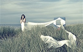 Menina, saia branca, tecido, grama, mar
