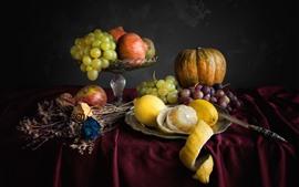 Raisins, citrouille, citron, pomme, couteau