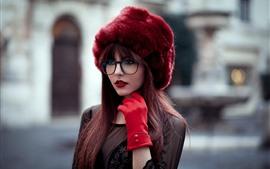 壁紙のプレビュー 若い女の子、帽子、長い髪、街