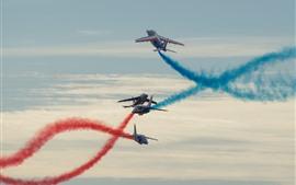 Show de vôo, aviões, fumaça vermelha e azul