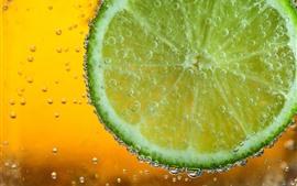 Vorschau des Hintergrundbilder Grüne Zitronenscheibe, Wasserblasen