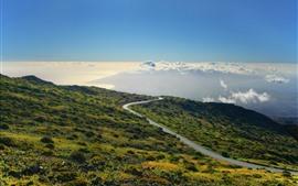 Montanha, encosta, estrada, nuvens, céu azul