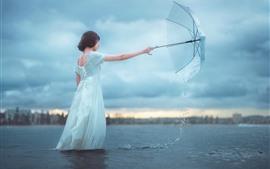 Saia branca menina, rio, guarda-chuva