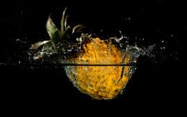 Aperçu fond d'écran Ananas, fruits, eau, éclaboussures, fond noir