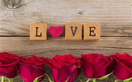 Roses rouges, coeur d'amour, cubes de bois