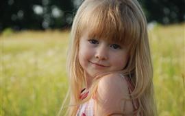 Sorriso menina loira, olhar, verão