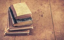 Некоторые старые книги, деревянная доска