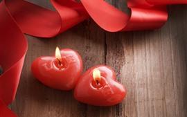 Dos velas de corazón de amor rojo, cinta