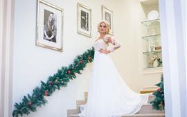 Aperçu fond d'écran Belle mariée, jupe blanche, escaliers, intérieur