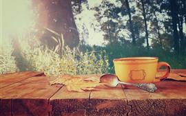 Кубок, ложка, кленовые листья, дерево, кофе, полевые цветы, блики