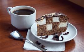 Один кусок шоколадный торт, кофе, чашка