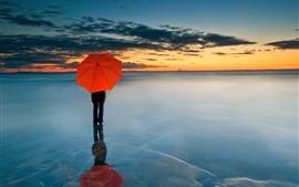Paraguas rojo, gente, horizonte, mar, nubes, puesta de sol