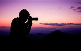 Vorschau des Hintergrundbilder Sonnenuntergang, Silhouette, Person, Berge, Himmel, Wolken