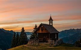 Aperçu fond d'écran Autriche, église, maison, montagnes, arbres, crépuscule, alpes