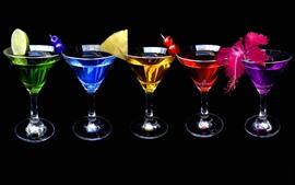 Пять чашек коктейля, красочные, напитки, черный фон