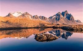 Исландия, горы, трава, снег, озеро, отражение воды
