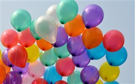 Muchos globos de colores