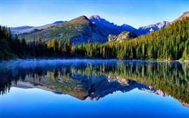 Гора, озеро, деревья, отражение воды, туман