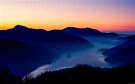 Aperçu fond d'écran Montagnes, coucher de soleil, nuit, ville, rivière, brouillard