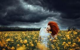 Красная девушка, прическа, желтые цветы рапса, облака