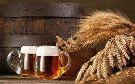 Две чашки пива, пена, пшеница