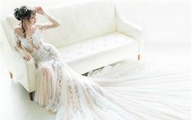 Novia, Hermosa Chica Asiática, Falda Blanca, Sofá