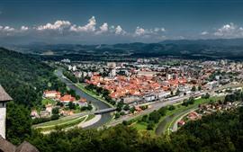 Aperçu fond d'écran Celje, slovénie, montagnes, ville, route, maisons, rivière, pont
