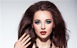 Мода девушка, черные волосы, макияж, украшение