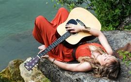 Aperçu fond d'écran Fille et sa guitare, repos, lacside
