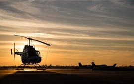 Вертолет, закат, аэропорт