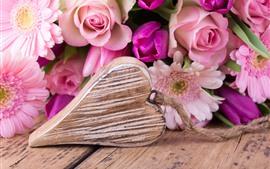 Aperçu fond d'écran Amour coeur, fleurs roses, roses, tulipes, gerbera