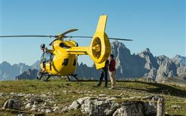 Aperçu fond d'écran Hélicoptère jaune, montagnes