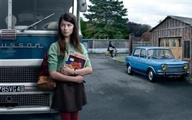 Menina, livro, ônibus, estrada