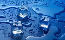 Vorschau des Hintergrundbilder Eiswürfel, Wassertröpfchen, blauer Hintergrund