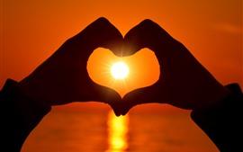Vorschau des Hintergrundbilder Liebesherz, Hände, Sonne