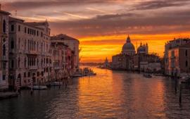 壁紙のプレビュー ヴェネツィア、街、川、ボート、夕日、オレンジ色、雲